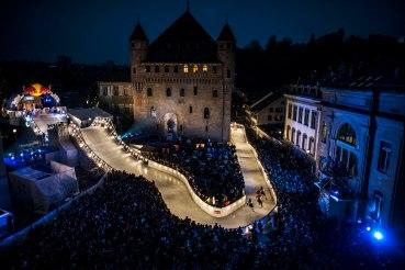 Zwischen Klamauk und Spektakel: Red Bull Crashed Ice in Lausanne (Foto: Jörg Mitter für Red Bull).